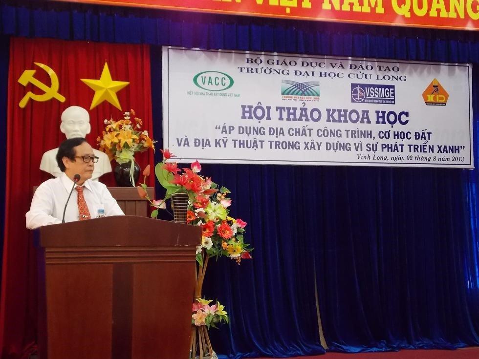 ThS. Nguyễn Cao Đạt – Phó Hiệu trưởng phát biểu khai mạc Hội thảo